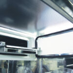 Stand alone Cell & Gene Therapy modular isolator - Integrated freezer